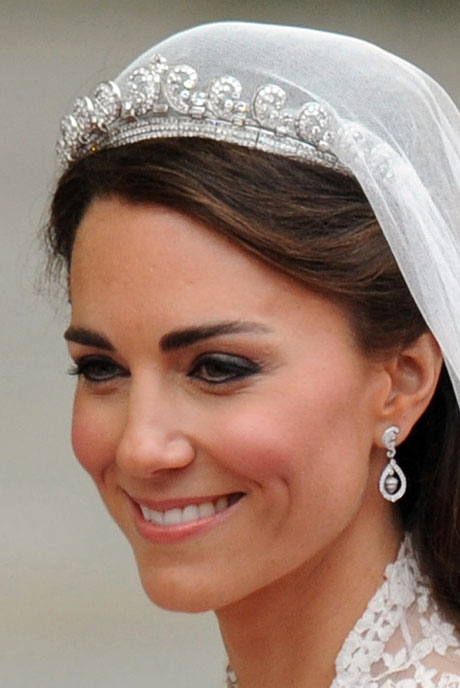 Royal wedding jewelry a delicate display of diamonds for Family jewelry and loan
